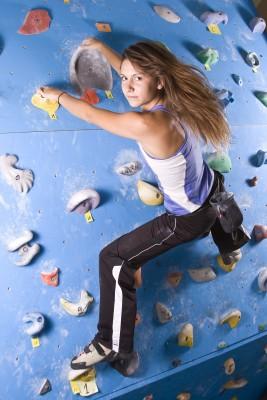 Das Klettern in Kletterhallen entwickelt sich immer mehr zum Trend.